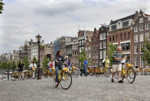 Amsterdams geheim: fietsen over 'brug nr. 9' waaronder de gevangenis zat