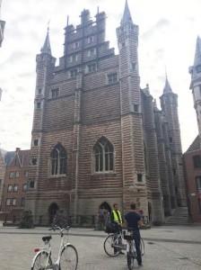 Antwerpen tips: fietsen langs historische gebouwen