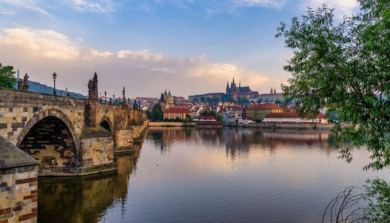 Karelsbrug vanaf de oude stad