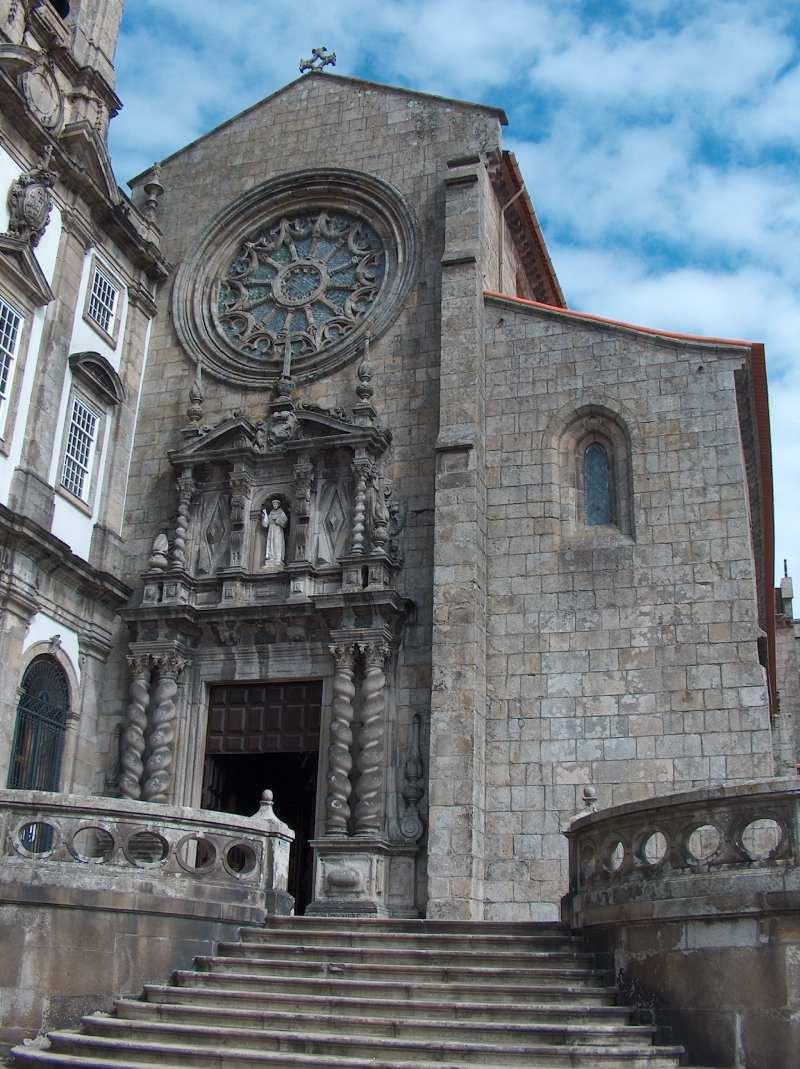 De kerk in Porto van buiten