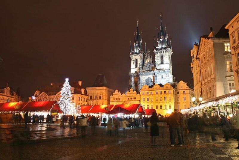 Stadplein in Praag in de avond