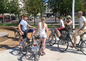 Bilbao Bike Tour and Bike Rental Combo