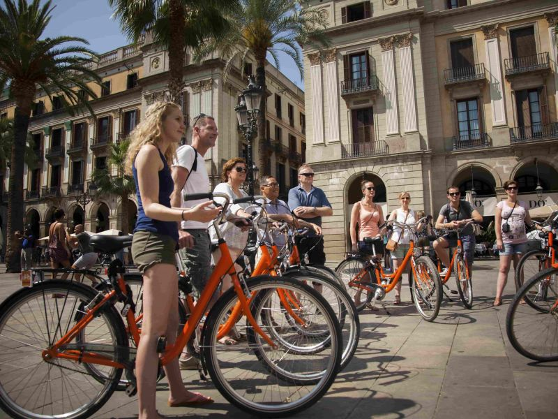 Barcelona Tour & Bike Rental Combo