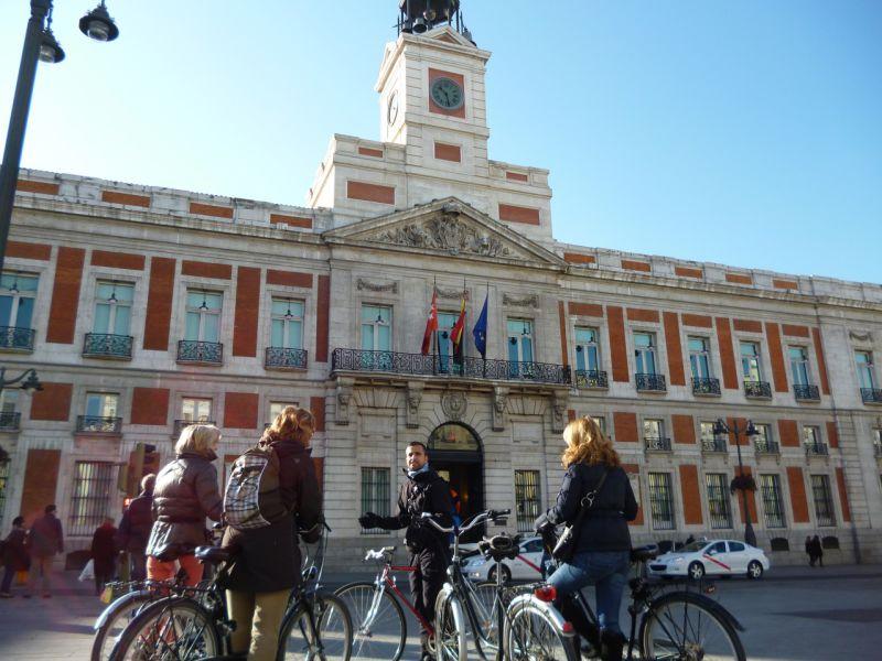 Dictatorship & Democracy bike tour